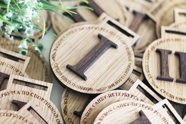 Аксессуары и сувениры из дерева
