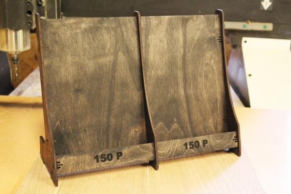 Этажерка из дерева для продажи открыток